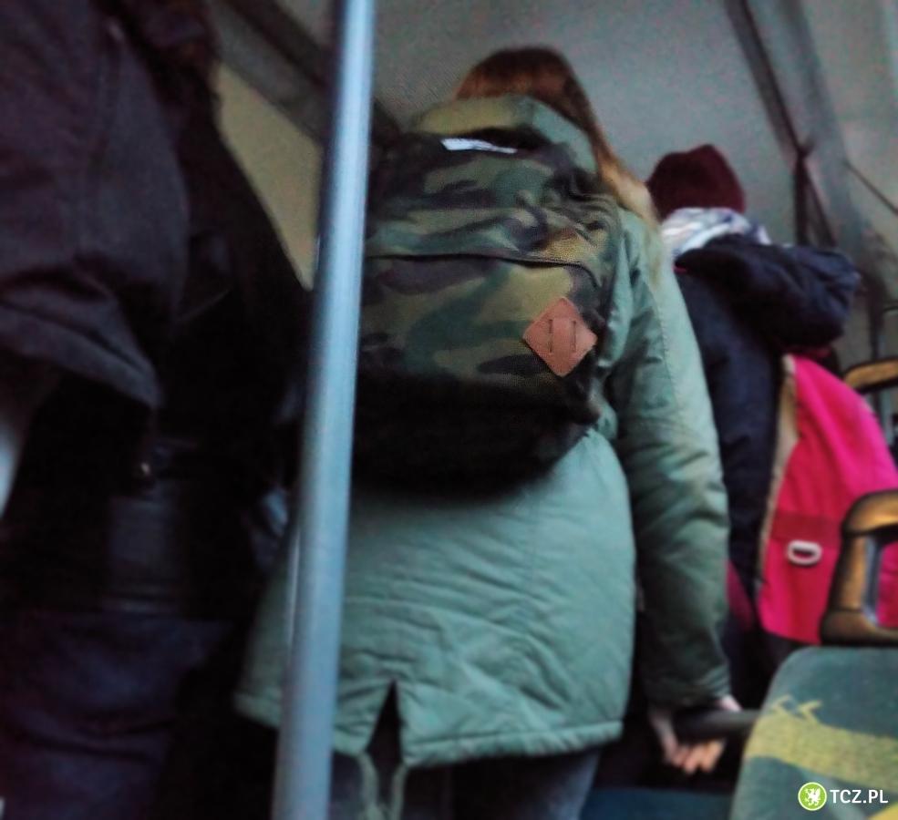 51b2fa576cd77 Tczew - Wstyd! Gimbaza + plecaki   brak miejsca w autobusie ...